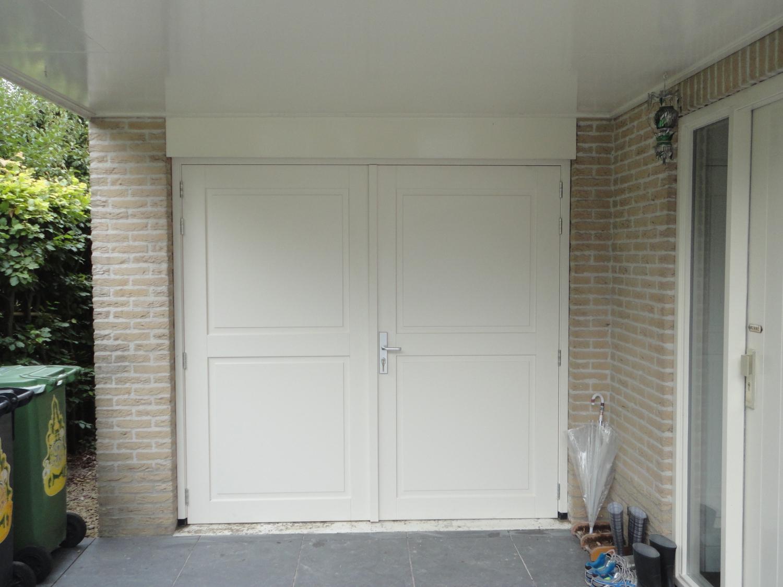 Kozijn met dubbele deuren met panelen in garage Grote Haag Zeewolde