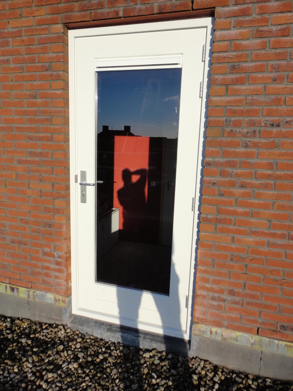 Buitendeur ingezaagd in bestaande muur Willem Barentszroute Almere