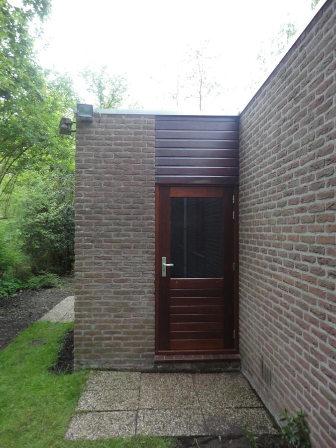Lakwerk stapeldorpeldeur Oostrandpark Lelystad