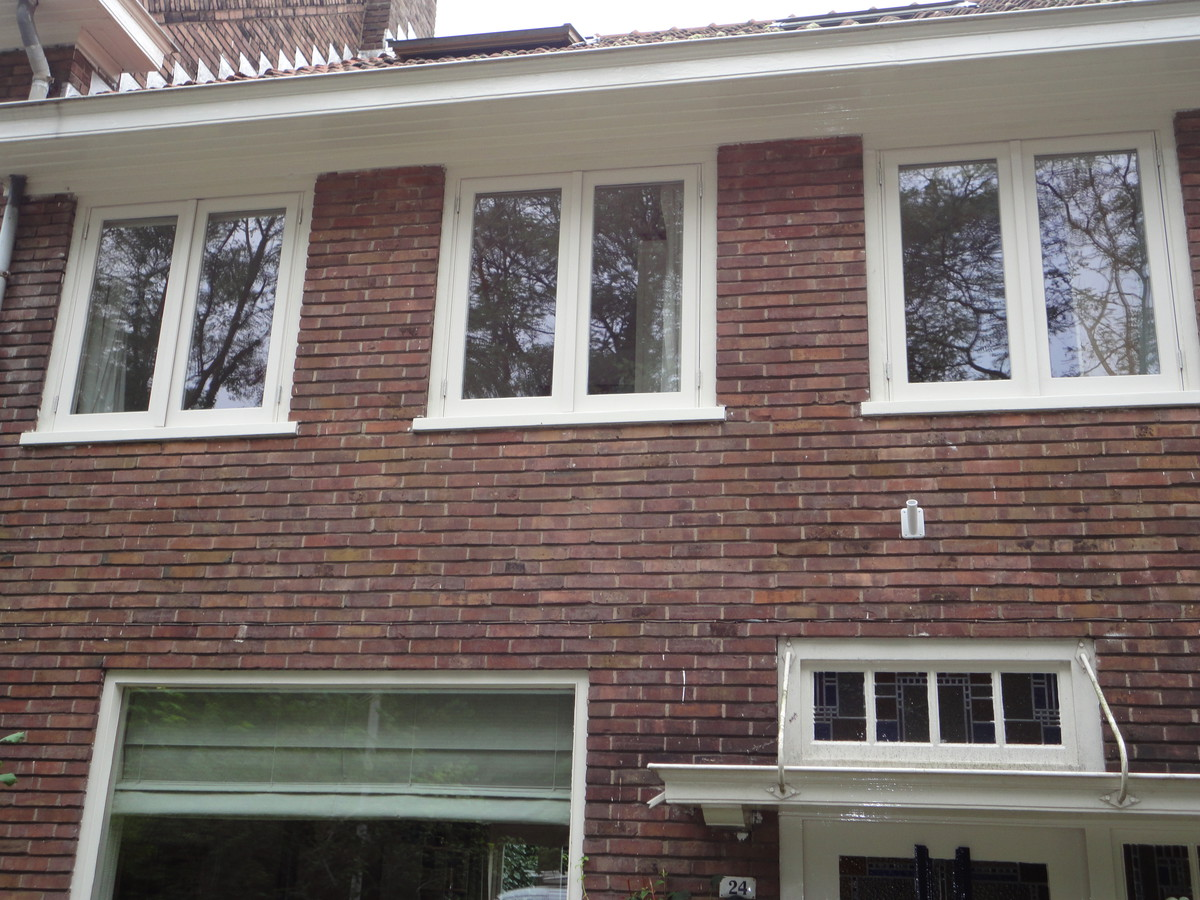 Drie stolpstellen in bestaande kozijnen Jac. van Looyenstraat Arnhem