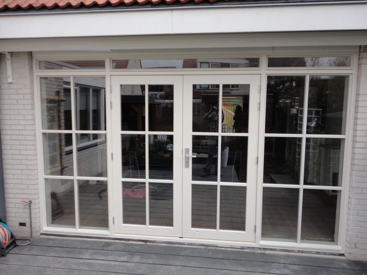 Kozijn met openslaande deuren zijlichten en bovenlichten Penningkruidstraat Almere