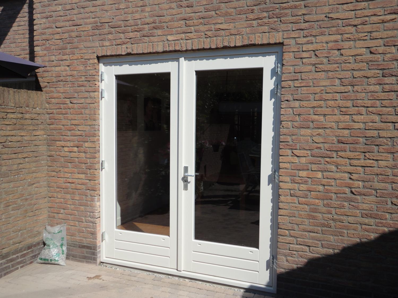 Kozijn met openslaande deuren van Oldebarneveltstraat Putten