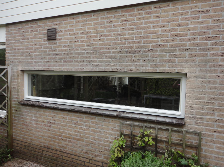 Kozijn ingezaagd in muur Beukenhof Lelystad