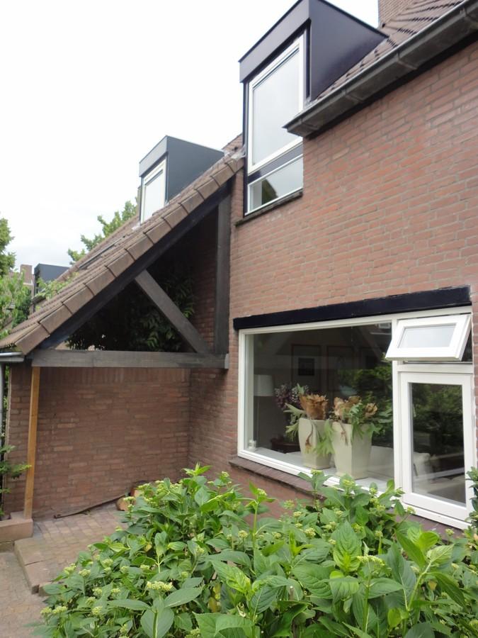 Nieuw spant en nieuwe ramen Vollenhovemeen Harderwijk