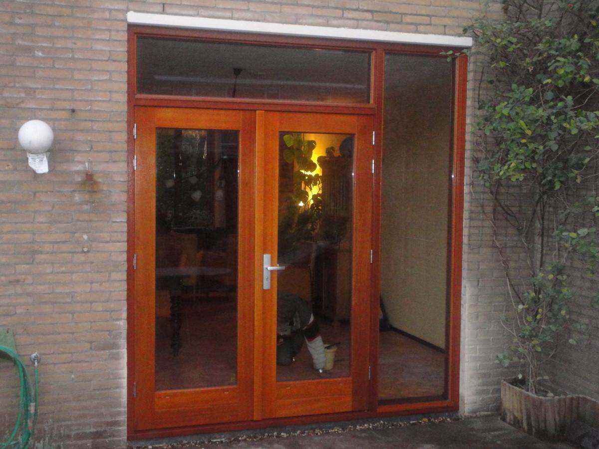 Kozijn met dubbele deuren, bovenlicht en zijlicht Beneluxlaan Harderwijk