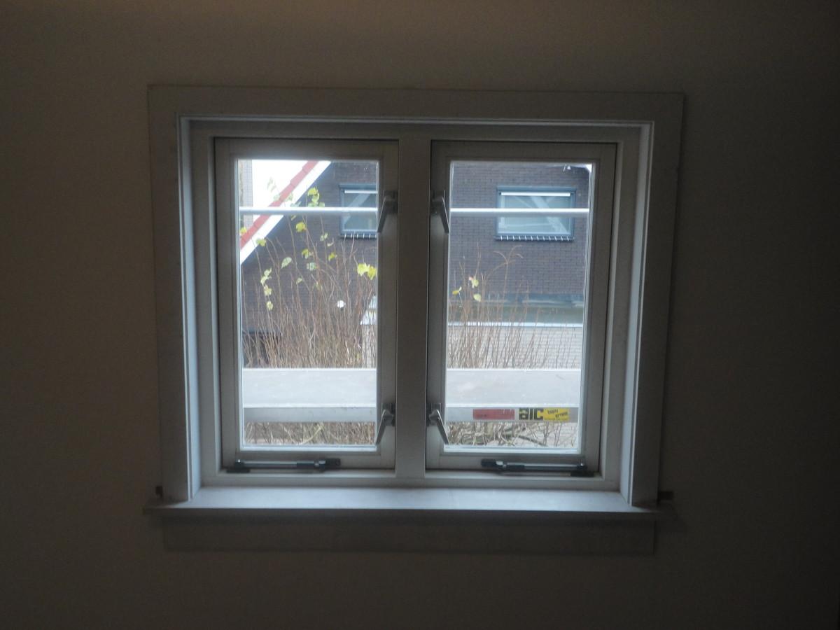 Kozijn met draairamen, vensterbank en afwerking Oude Arnhemse Karweg Ermelo