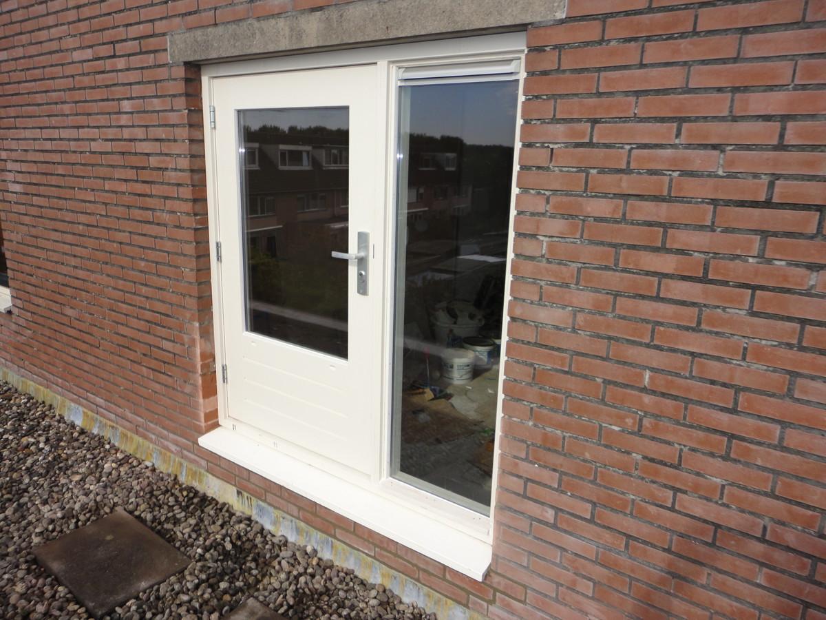 Kozijn met deur op balkon  Saxofoonweg Almere