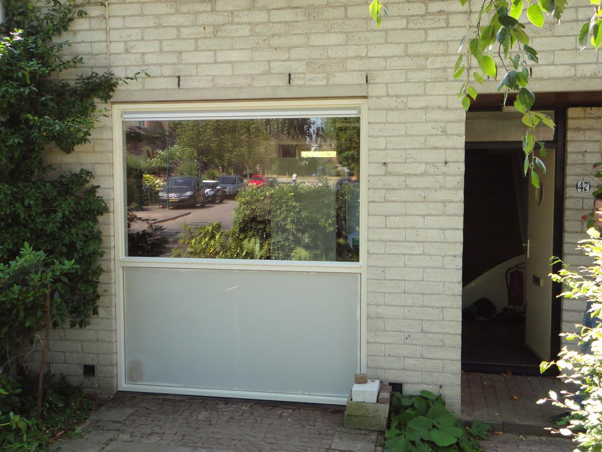 Vast glas kozijn met hoge borstwering Claverbladstraat Leusden